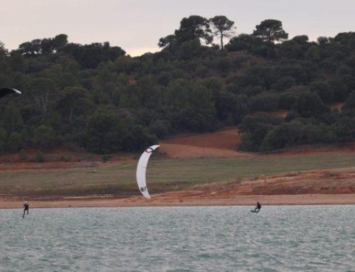 Los deportistas de Kite Surf de Marina El Portet se preparan para competir en Tarifa