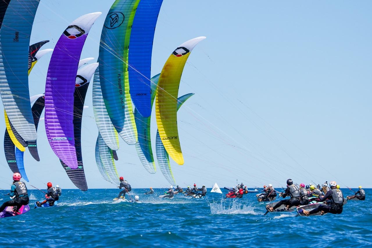 Los kitesurfistas de Marina El Portet se preparan para participar en el World Series Gizzeria